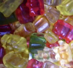 Kleber aus Gummibärchen